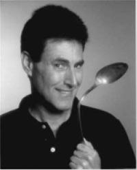 Uri Geller doblando una cuchara